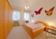 2. Ansicht Schlafzimmer mit großem Kleiderschrank